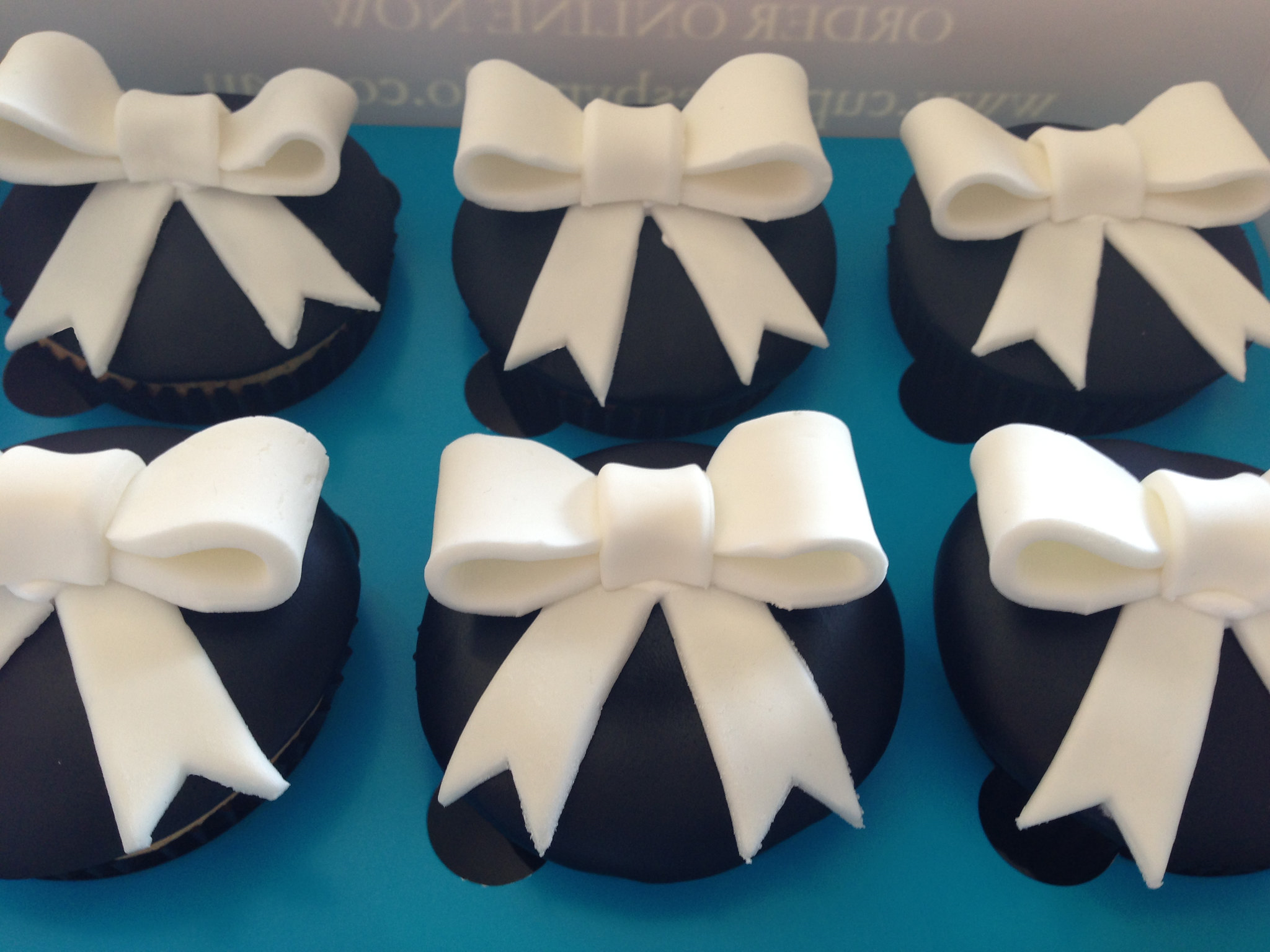 Bow Theme Cupcakes - Pack of 6