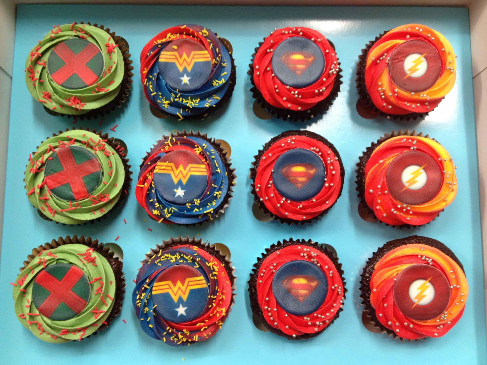Justice League Cupcakes - Pack of 6
