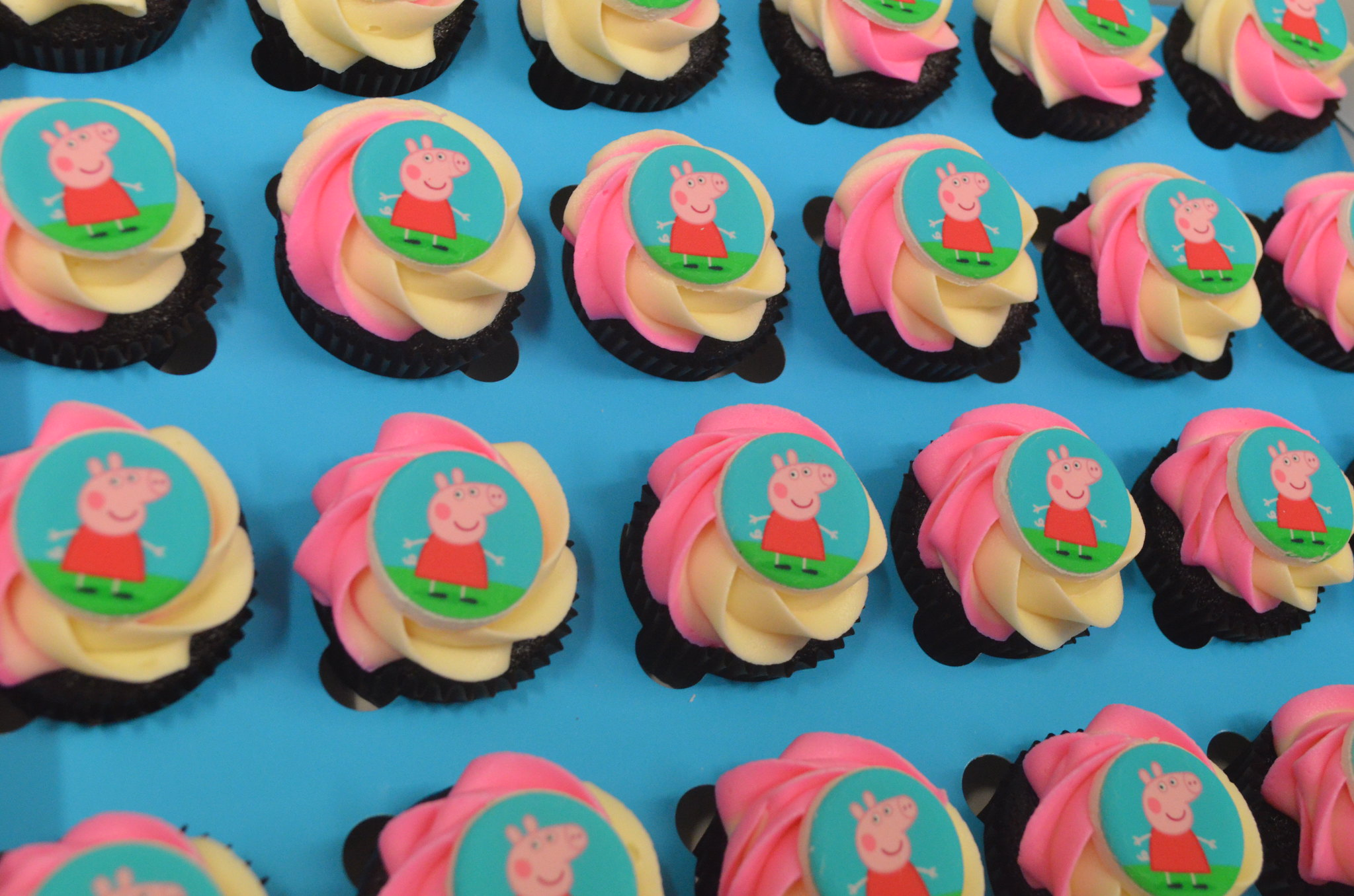 Peppa Pig Theme Cupcakes - Pack of 6